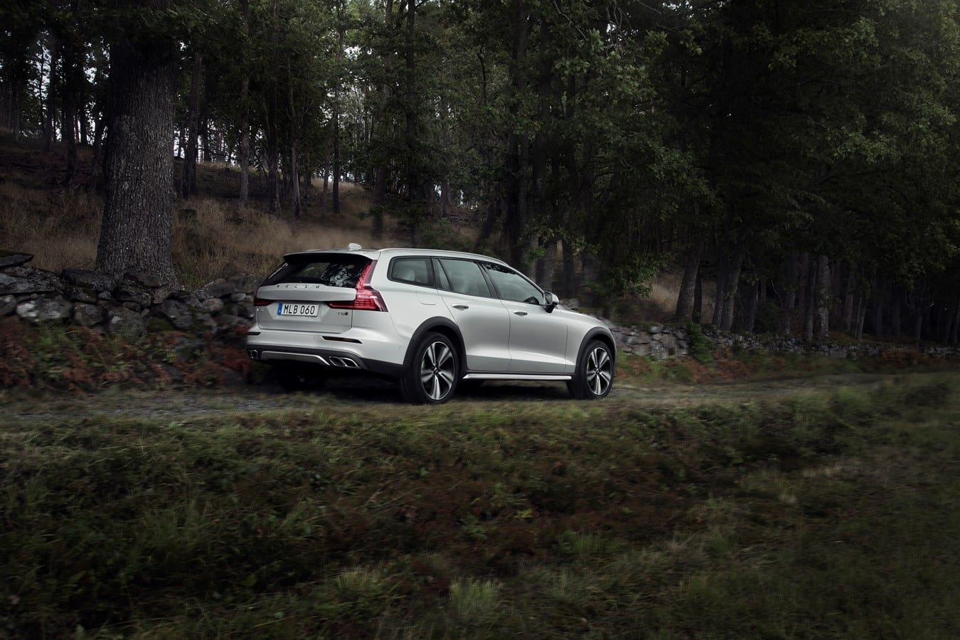 Volvo V60 Cross Country  фото 2