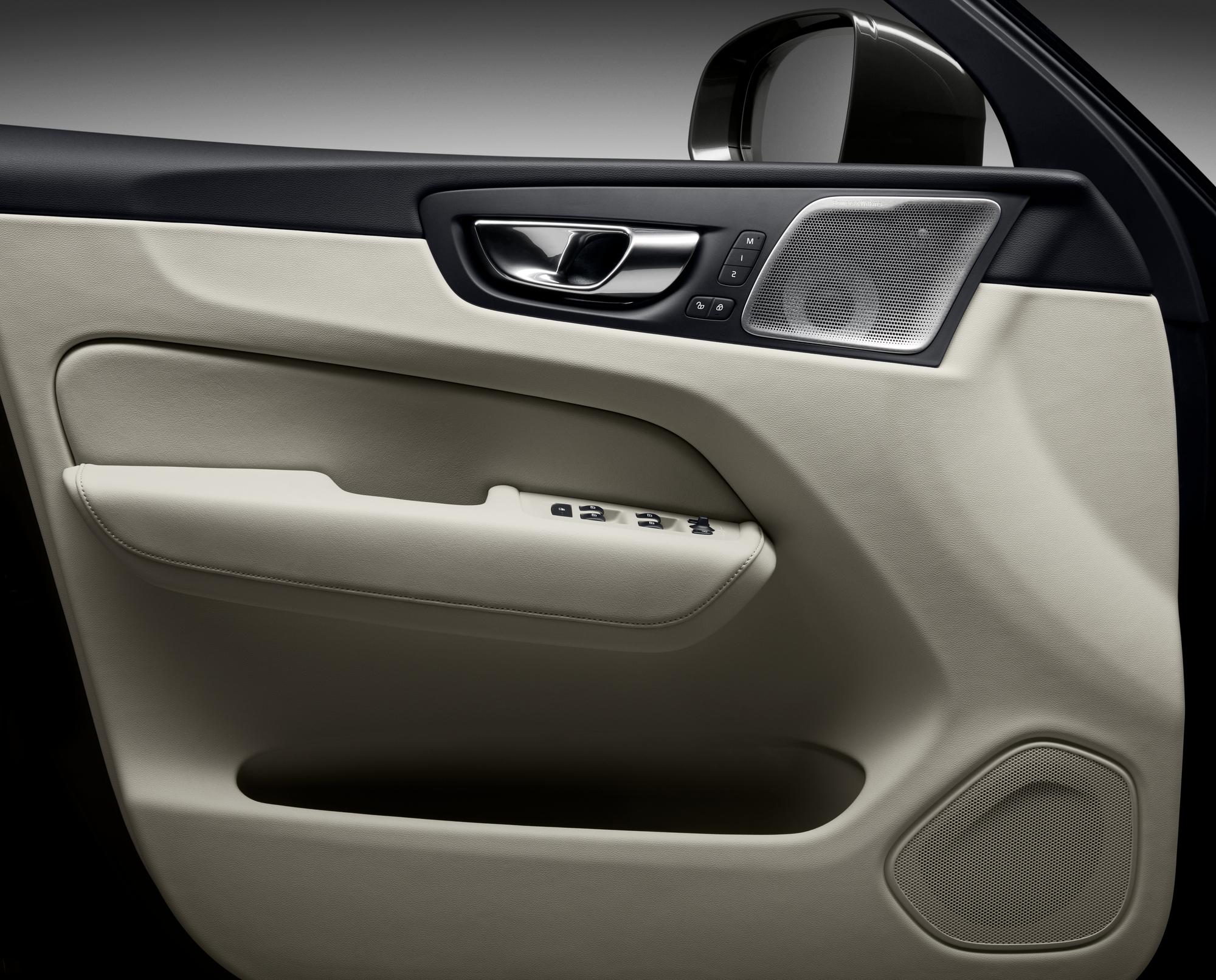 Volvo ХС60  фото интерьера 6