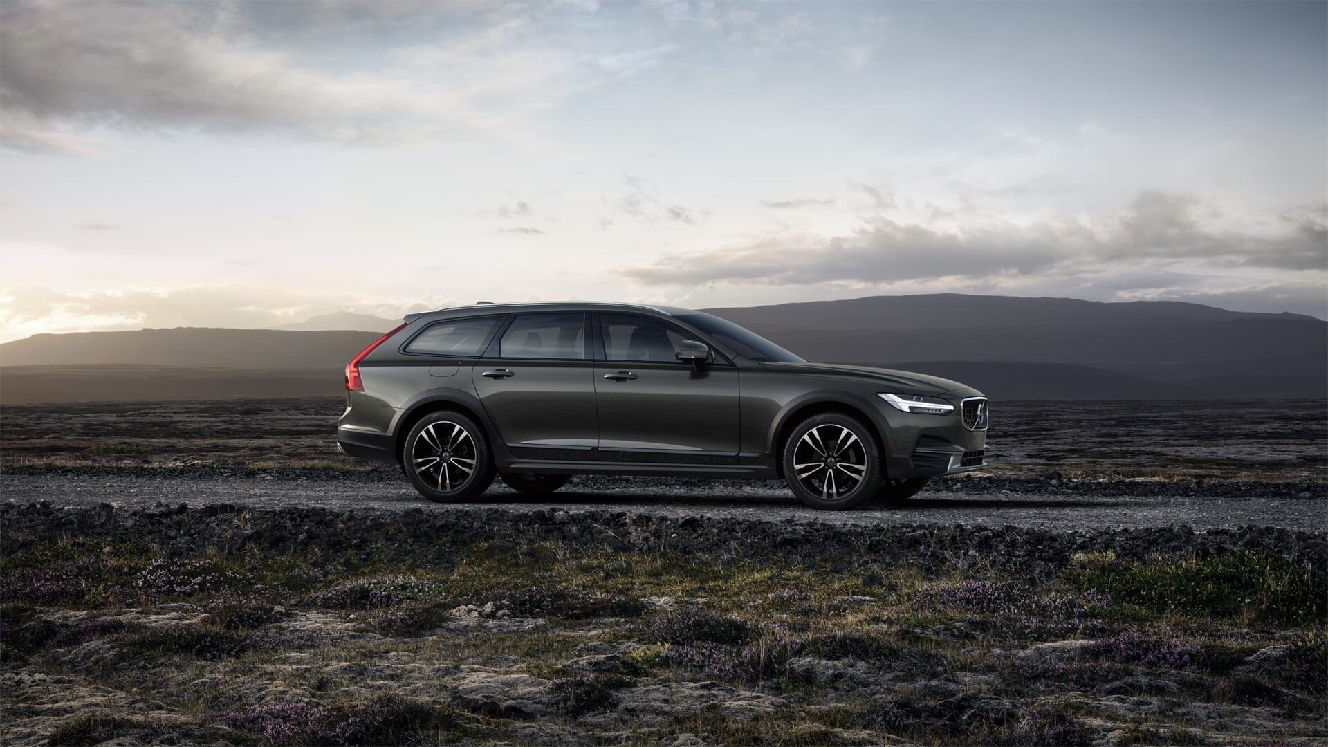 VOLVO V90 Сross Сountry Inscription Top фото 4