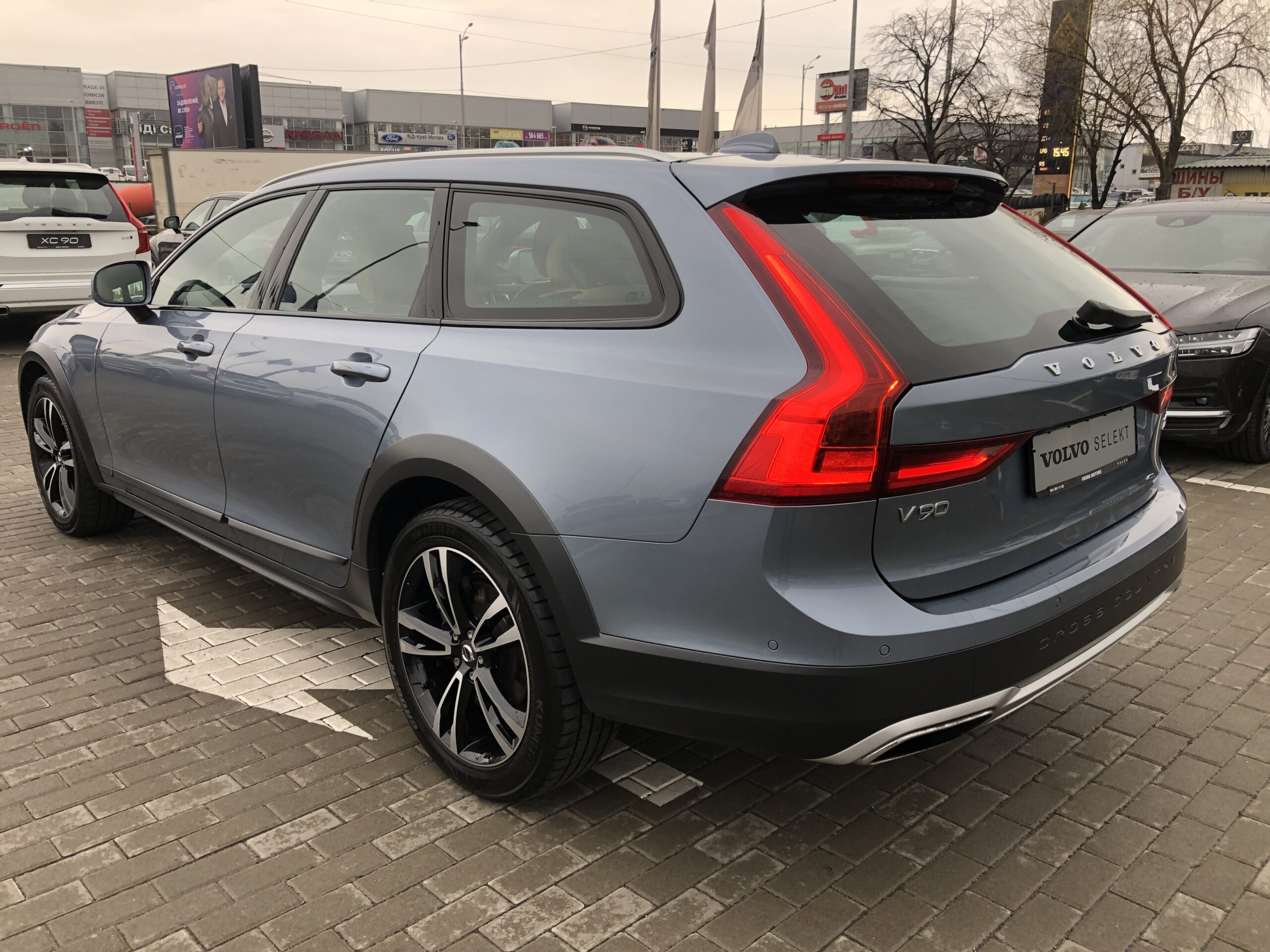 Volvo V90 Cross Country фото 4