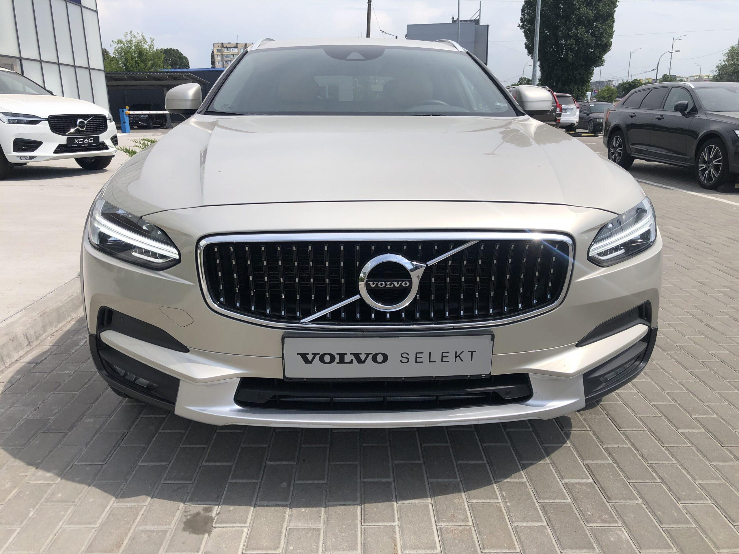Volvo V90 Cross Country фото 1