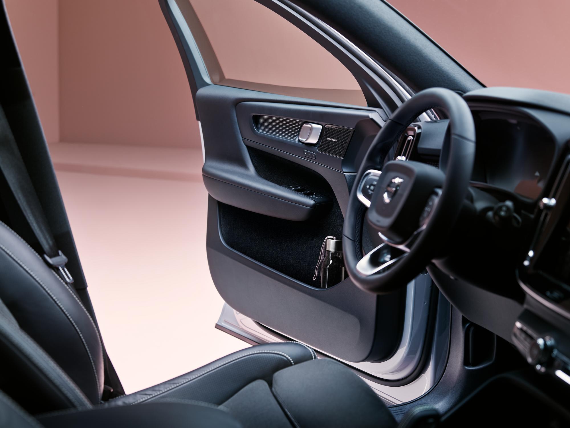 Volvo ХС40 Recharge ua  фото интерьера 1