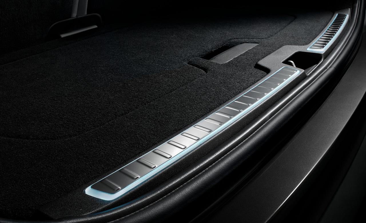 Volvo XC40. Накладка багажника с подсветкой фото 1