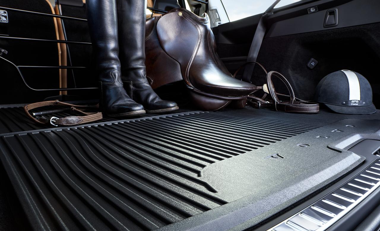 Volvo XC90. Килимок у багажне відділення з литої пластмаси фото