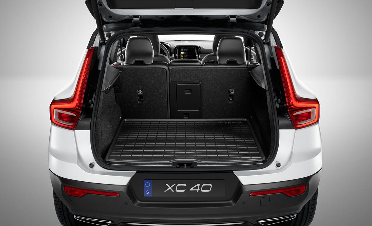 Volvo XC40. Килимок у багажне відділення з литої пластмаси фото