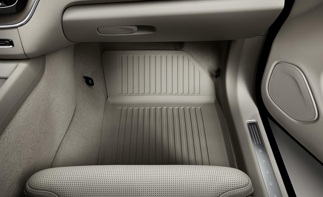 Vovlo XC60. Пластикові килимки для салону автомобіля фото