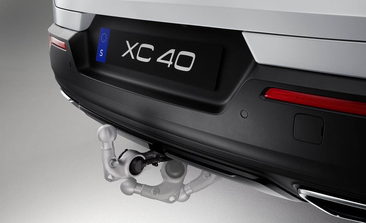 Volvo XC40. Складывающийся фаркоп фото 1