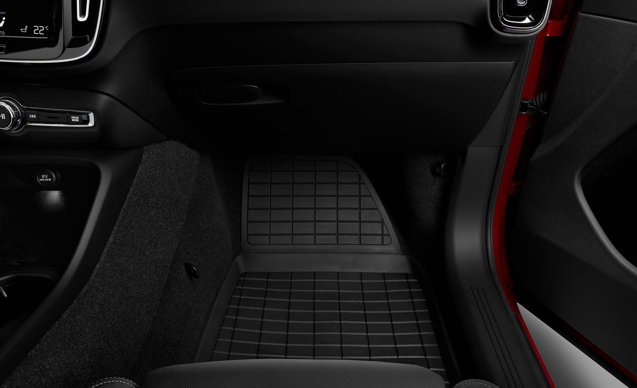 Volvo XC40. Пластикові килимки для салону автомобіля фото