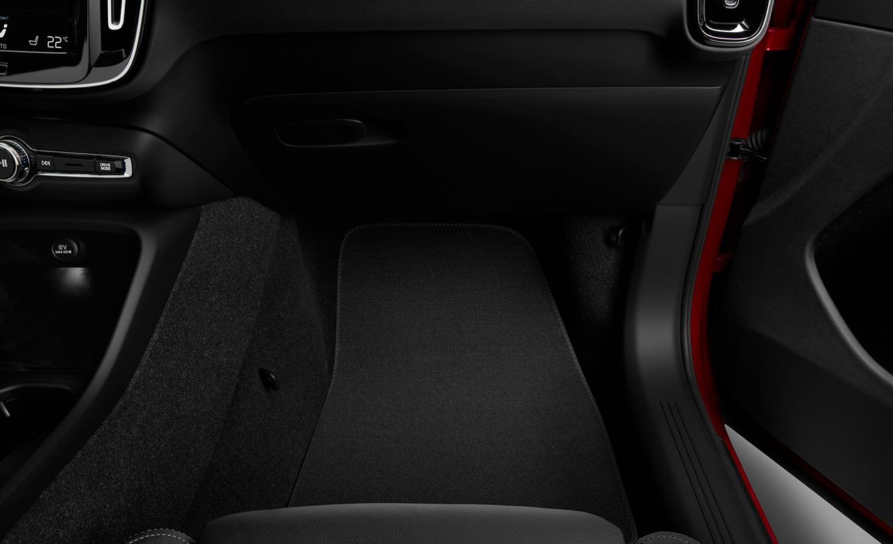 Volvo XC40. Текстильні килимки для салону автомобіля фото